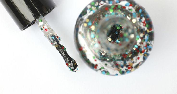 Die leuke zilverkleurige glitternagellak doet het natuurlijk lekker op een glitter & glamour-feestje, tijdens carnaval of op een 80's disco party.
