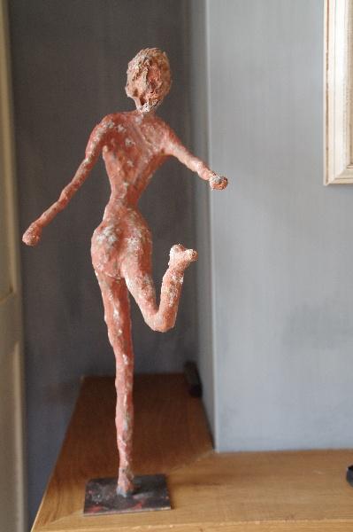 Finished girl - paverpol and artstone Door: Anja van der Veer