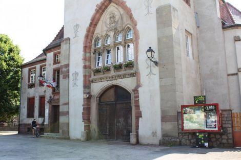 Le centre-ville de Masevaux conserve quelques vestiges, depuis l'abbaye fondée au VIIe, les tourelles des remparts datant du XIVe, jusqu'à l'Hôtel de ville ou l'Eglise Saint-Martin construites au XVIIIe siècle.