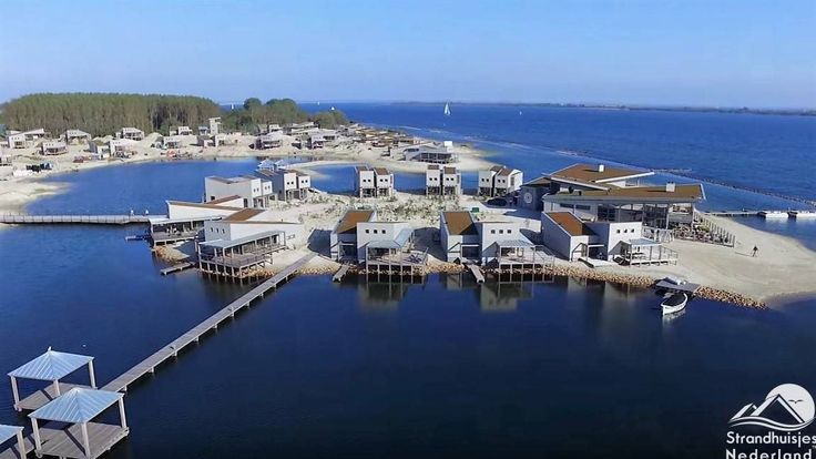 Bijzonder overnachten in strandhuis aan groot zoutwatermeer. Mooie luxe VIP eilandstudio's met hotelservice. Strand, Zon, Zee, Punt-West, Ouddorp aan Zee...
