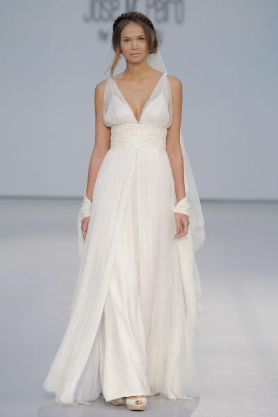 Vestidos de novia con escote en V 2017: Diseños para novias atrevidas y arriesgadas Image: 16