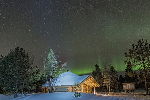 The #northernlights make our logwood cabin and crackling fire a wonderful #romantic #getaway <3