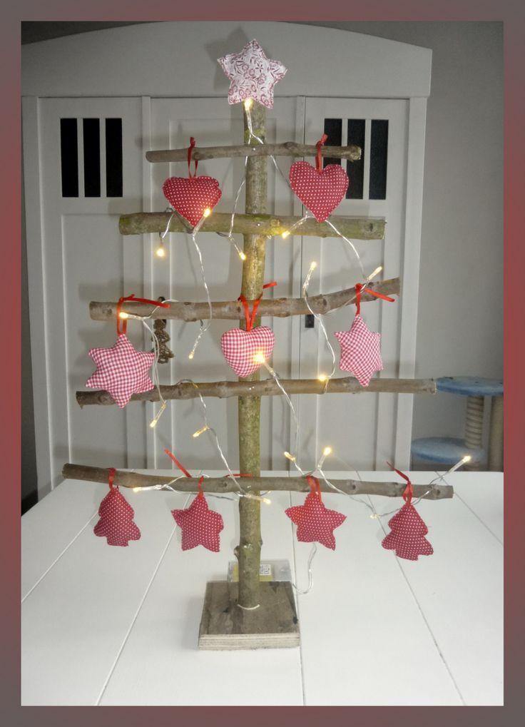 My homemade x-mas tree! gemaakt van snoeihout en versierd met lampjes en stoffen kersthangers.