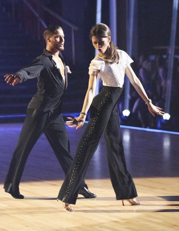 Zendaya and Val Chmerkovskiy dance to Beyonce