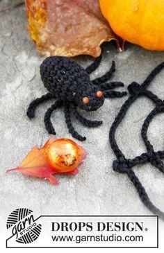 """Webster - DROPS Halloween: Gehäkeltes Spinnennetz mit Spinne aus """"Safran"""". - Gratis oppskrift by DROPS Design"""