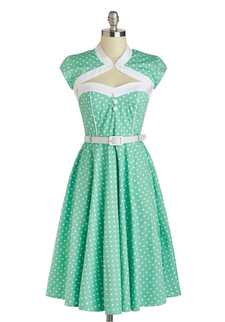 1950's vintage pinup style. I'm soo in love with this dress... in sooo many ways!