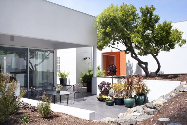 No meio do caminho havia cascalho. A casa do arquiteto Jerry Veverka, na Califórnia.