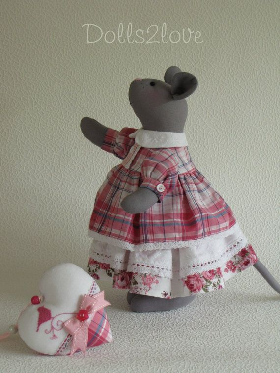 Tilda style mouse Mindy made by Dolls2love on Etsy, €65.00.
