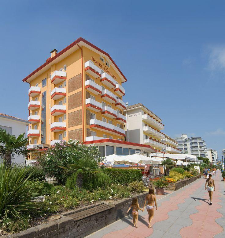 Passeggiata sulla spiaggia e Hotel