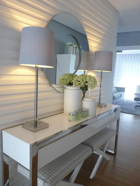 Angela Cunha: Blanco Interiores - supposed to be a foyer, but I think more of a bedroom look. Love the horizontal paneling and the lamps and mirror.