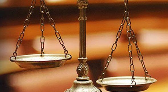 Οι πανταχόθεν ασφυκτικές πιέσεις που ασκούνται στους δικαστές για κορύφωση της ποσοτικής τους απόδοσης πέραν των ανθρώπινων ορίων τους και των ορίων ασφαλείας του δικαιοδοτικού συστήματος, καθώς και η εγκαθίδρυση συνθηκών ιεραρχικής υποταγής των δικαστών,  υποσκάπτουν ευθέως τη δικαστική λειτουργία