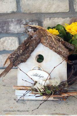 dekoracja wiosenna / dekoracja wielkanocna / deseczka w kształcie domku z dachem z kory i patyczkami, stanowi świetną ozdobę wielkanocną
