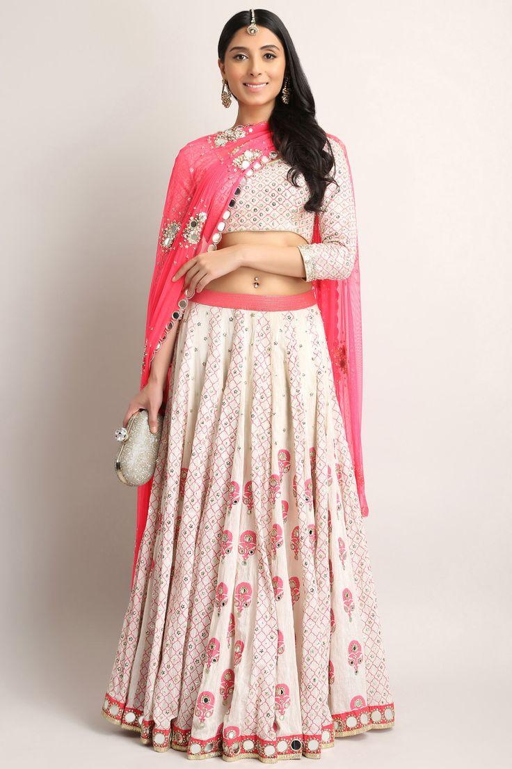 #perniaqureshi #pink #lehenga #mirrorwork #shopthelook #periaspopupshop #happyshopping