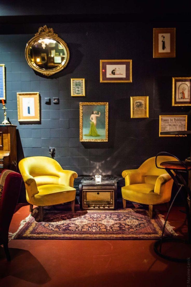 Les bars à cocktails planqués fleurissent à Paris. Ambiance prohibition assurée pour ce nouveau speakeasy qu'est le Blaine Bar, situé au 65 rue Pierre Charron à deux pas des Champs-Elysées. En prime, concerts de jazz et DJ sets mettent l'ambiance toute la nuit.