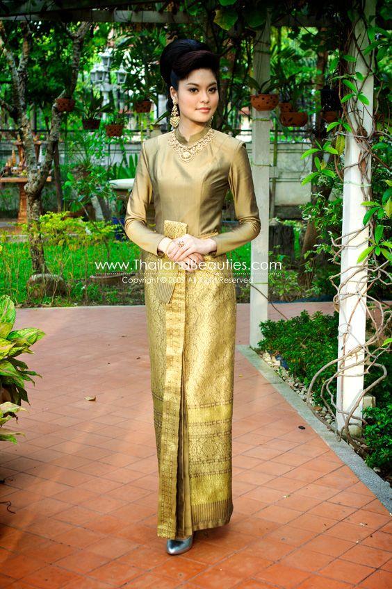 COSTUME PLANET: Chut Thai Phra Ratcha Niyom : Thailand's Traditional Clothing
