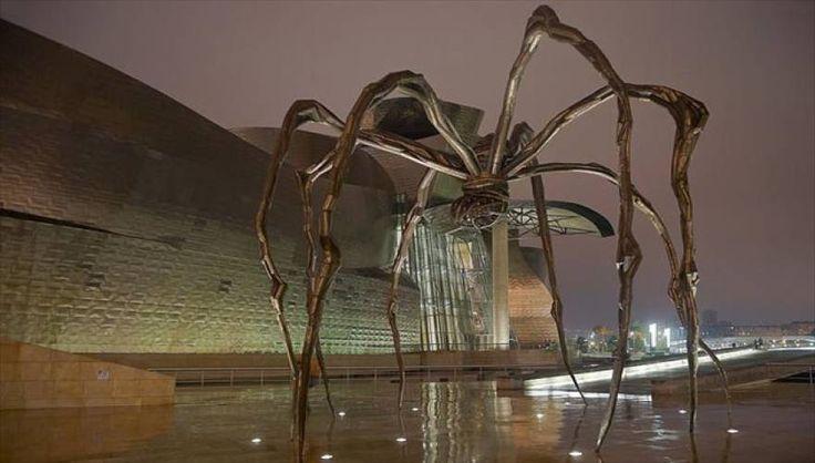 Τα 7+1 πιο παράξενα έργα τέχνης σε δημόσιους χώρους ανά τον κόσμο (photos)