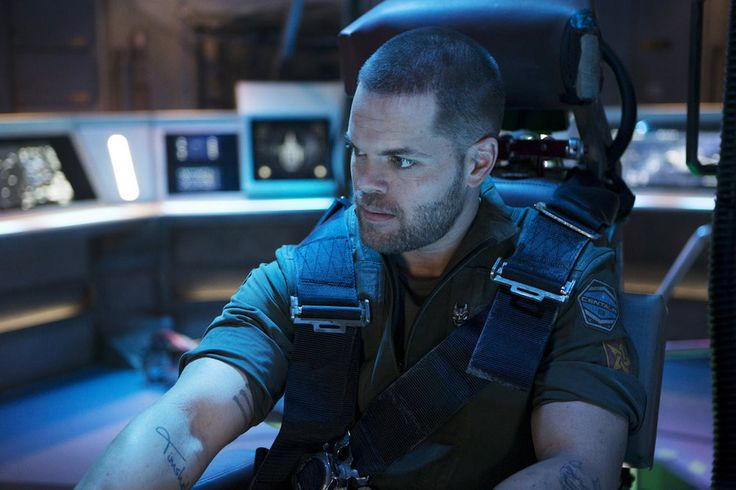 The Expanse - Episode 1.01 - Dulcinea - Wes Chatham as Amos