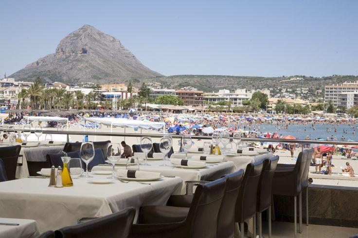 El Restaurante Los Remos en Jávea/Xàbia con vista al mar ofrece una gastronomía mediterránea de calidad con pescados y mariscos, bares de sushi y bares de tapas. #xàbia #jávea #costablanca www.arxabia.org  @restlosremos www.restaurantelosremosjavea.com