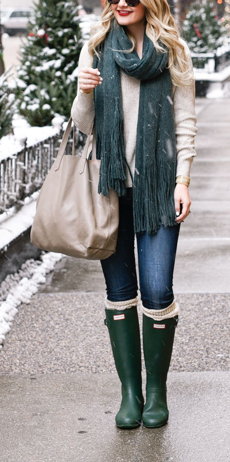 comfortable weekend style - these hunter boots are amazing!