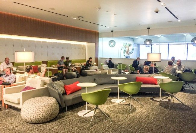 Salas de espera / Lounges ocupa el área de metros cuadrados y ofrece la posibilidad para aquellos que sentarse . Múltiples servicios tales como la espera para salón biblioteca con nosotros , siempre ofrece la corriente del local y las revistas internacionales y secciones del periódico .