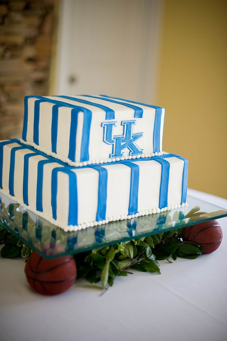 Wedding Cake Grooms  University of Kentucky Theme  Sonnet House, AL    www.alishacrossleyphotography.com