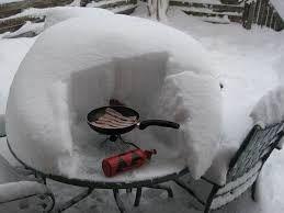 Ha grillezünk, akkor grillezünk - bár a http://grillezz.hu tud ennél jobb téli grilleszközt is! :)