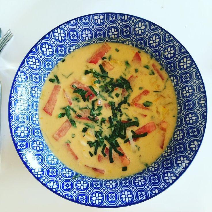 J'ai remis ça . Qu'est ce que j'adore cette soupe  c'est dingue. Tellement riche en épices citronnée et lait de coco. Je pourrais en manger tout les jours  . La recette prochainement sur le blog ! #health #healthy #fit #fitn'es #motivation #food #lovefood #thai #ramen #eatclean #cleaneating #soup #favoritedish #happy #easycooking #balance #vegetarian #conscious #nutritionconsciente #regimeuse #sain #équilibre #recette #blog #blogger