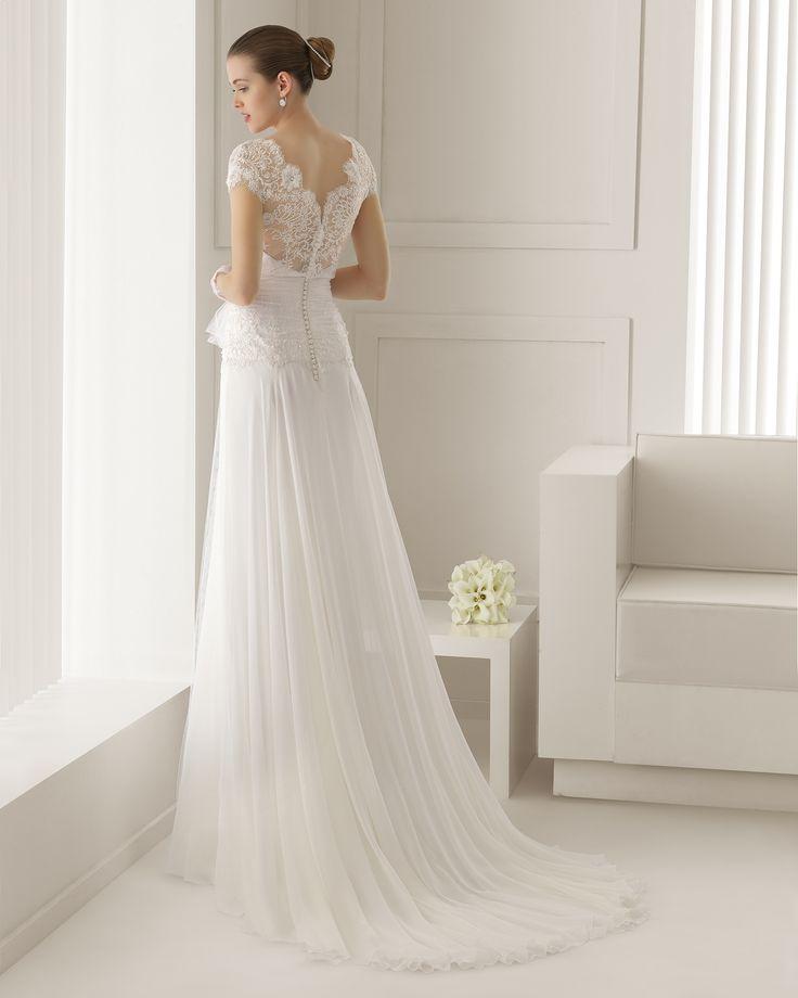 robe ROSA CLARA (mariage Royal)SIL - Robe en dentelle avec pierreries et gaze de soie, de couleur naturelle. G04 Gant en dentelle et tulle court de couleur naturelle.
