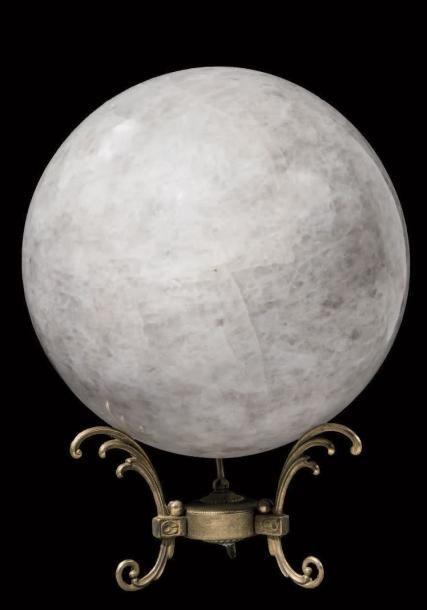 Grande sphère de Quartz massif Madagascar Posée sur un socle en métal doré D. 34 cm - Binoche et Giquello - 07/03/2017
