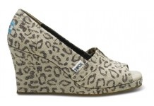 I'm liking these leopard Tom's -- I've got a black pair and they are so comfy -- plus a good cause!