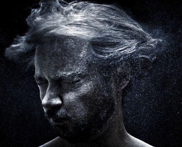 Автопортрет из муки, молока и крема для бритья