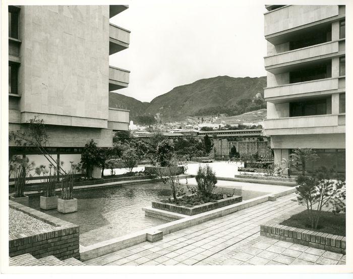 Condominio Bavaria San Martín, terraza no. 35 / Paul Beer / 1966 / Colección Museo de Bogotá: MdB 24767 / Todos los derechos reservados