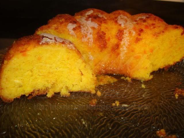 A courgette, apesar de parecer estranho à primeira vista, é uma maravilha utilizada em bolos.Desde a primeira vez que o fiz que fiquei fã, confere uma leveza e humidade à textura do bolo, e garanto que ninguém irá dizer que leva courgette, dada a facilidade deste ingrediente em se unificar com o sabor dos outrosRead More »