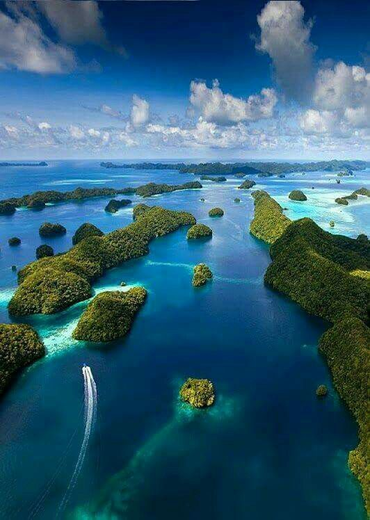 Solomon Island Paradise. Pininterest: kriskeyi/Travel Addict