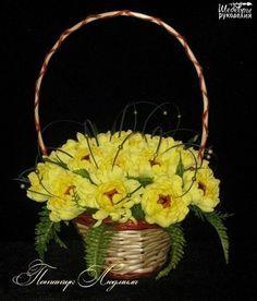Хризантема из конфет и гофрированной бумаги