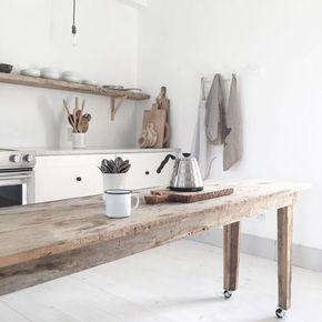 Cuisine rustique chic avec sa touche de bois clair #decocrush