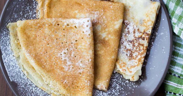 Rask og god oppskrift på pannekaker. Pannekaker er enkelt og godt, og passer både til lunsj, middag, dessert eller hva med frokostpannekaker? Server med syltetøy, sukker, bacon, melis, iskrem eller brunost - du bestemmer!