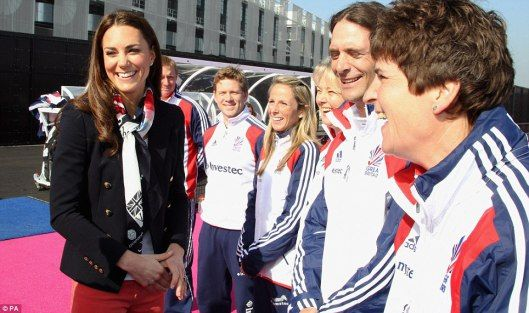 Kate was wearing the very trendy pastel coloured jeans – hers in a coral/pink, some trainers and grey zip hoodie.  Kate looked very comfortable showing off her hockey skills with the Olympic team.