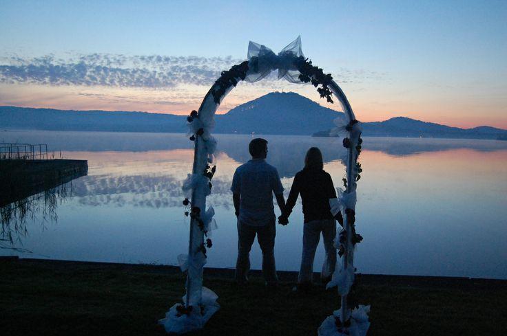 Svatba u Máchova jezera  Svatební obřad pro Vás můžeme připravit v hotelové zahradě, na břehu jezera, na pláži, na terase či na parníku...   Více zde: http://www.hotelport.cz/firmy-a-skupiny/svatby-rauty-vecirky.html
