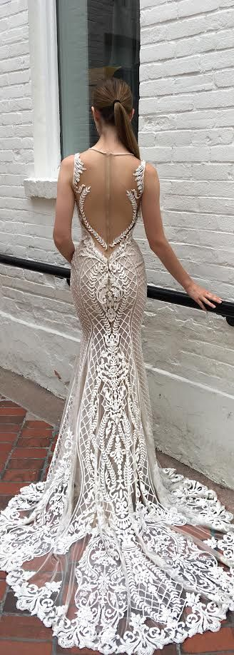 The shape on the back of this @bertabridal gown is so sexy!