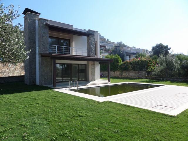 YALIKAVAK MERKEZDE MÜSTAKİL BAHÇELİ VİLLA http://www.sweethomebodrum.com/Detay.asp?Grup=&DilSecim=1&UrunID=1013  Bodrum Yalıkavak Merkez konumlu, özel bahçesi ve özel havuzu ile müstakil villa.  1.540m² bahçe içinde 140m² kapalı alanı ile geniş geniş, yaz kış yaşama uygun fırsat bir villadır.  3+1 olup 3 banyosu vardır.  Yemyeşil doğa içinde ferah bir manzarası vardır.  iskanı vardır.    KOD: 2186