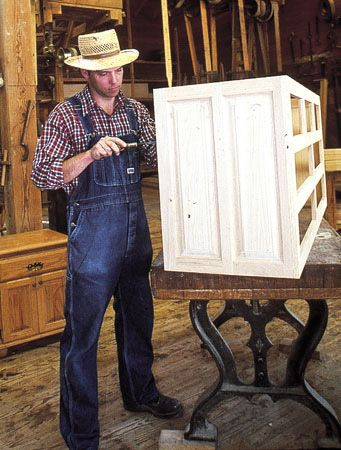 Warren Cook, Master Furniture Craftsman at Silver Dollar City's Heartland Home Furnishings #furniture #homemade #craftsman