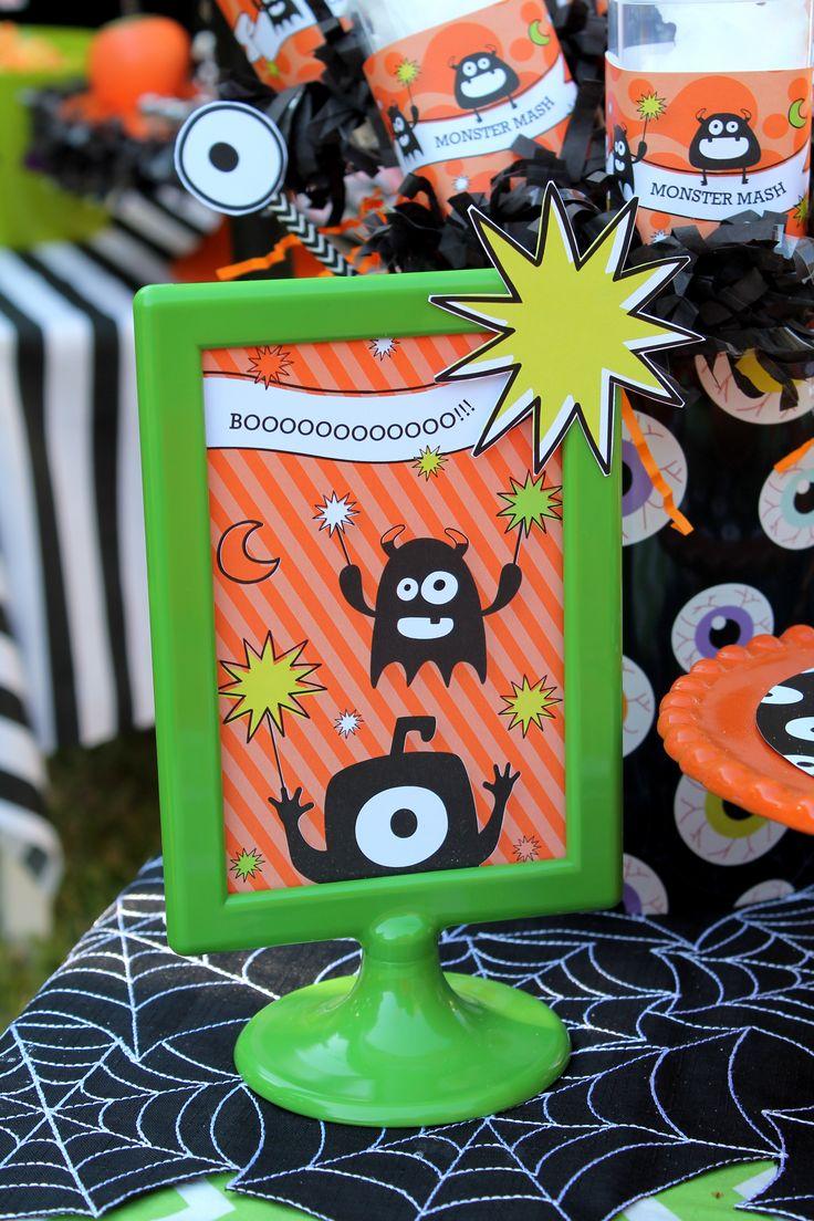 Monster Mash, Halloween, ojos saltones, botellas de agua abucheo, signos