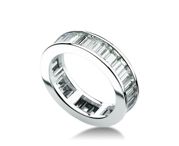 bulgari eternity band in 18 kt white gold with baguette cut diamonds