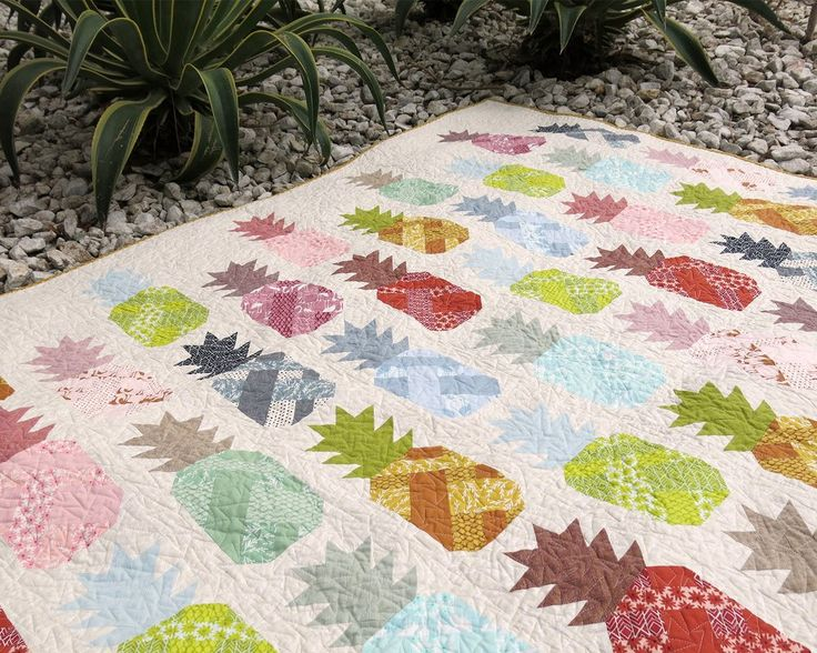 Image of PINEAPPLE FARM pdf quilt and pillow pattern