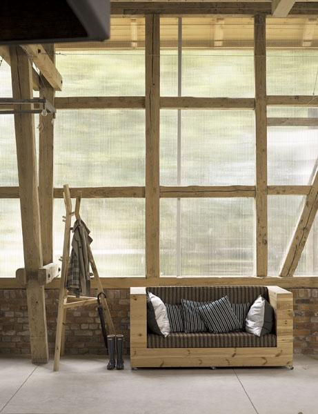Barn conversion w polycarbonate walls