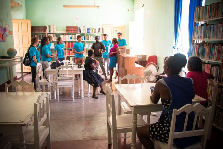 The main languages of Cape Verde are Portuguese and Cape Verdean Creole, so for schools which offer English language classes, books in English can be difficult to come by. Several of Logos Hope's volunteers encountered this reality when they were invited by the municipality of Tarrafal to visit a secondary school and public library. The crewmembers met up with their host, Carlos Ross, an employee of the municipality, and together travelled to Liceu Secondary School, where they were welcomed…