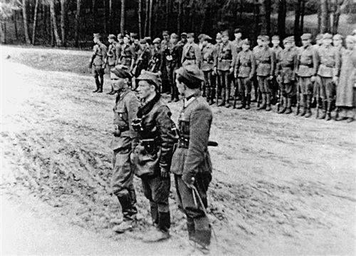 3 maja 1945. Msza św. polowa w zgrupowaniu oddziałów NZW w lasach koło Kuryłówki