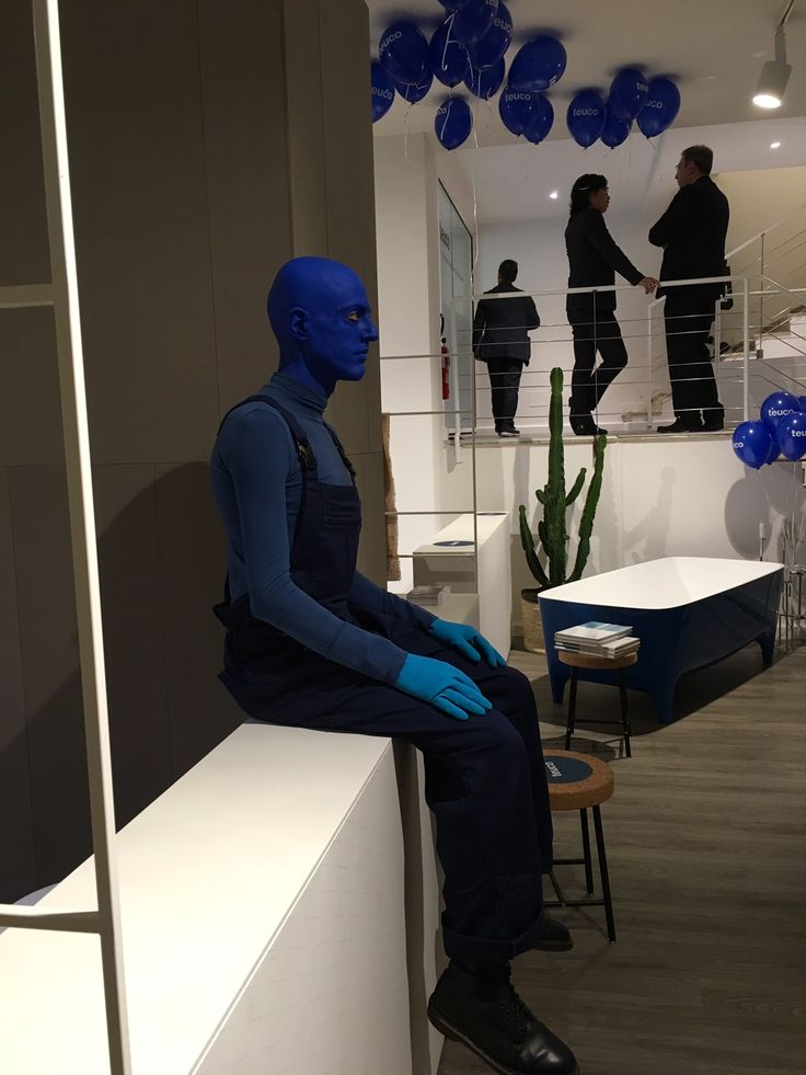 Going deep with #Indigo @ Show Room Vergari in the heart of #Brera during the blue cocktail #party #Fuorisapone in the occasion of #Fuorisalone2016 #milandesignweek #breradesigndistrict