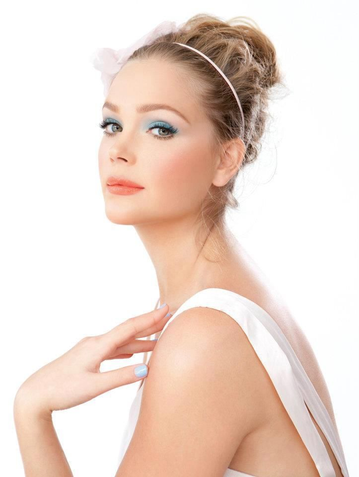 model, esti ginzburg, celebrity, young, makeup